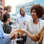 Cómo desarrollar el compañerismo en el trabajo